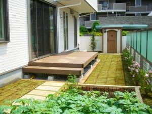 菜園スペースとウッドデッキ
