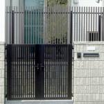門扉と外からの目隠しフェンス