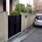 施工前の外壁と門扉