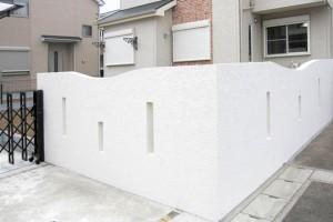 曲線が美しい外塀