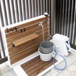 水栓にはシャワーヘッドを取り付けて、ワンちゃんの水浴び場として活躍します。